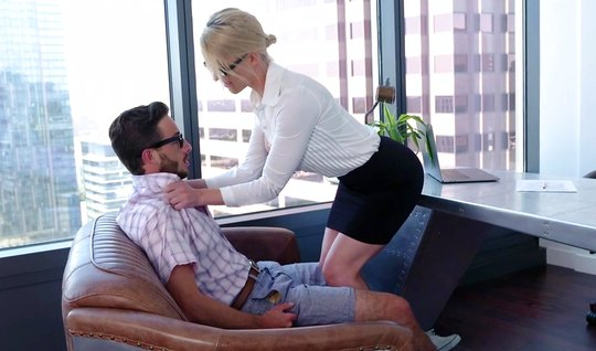 Mature babe Secretary gets off Porky with glasses in the office