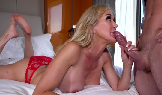 Mature blonde Blowjob after taking a lot of sperm from her lover