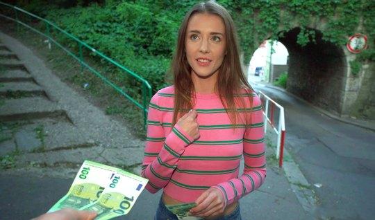 Pikaper persuaded a thin tourist to shoot public sex in POV