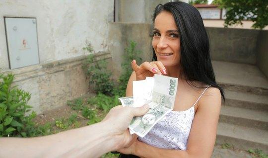 Pikaper promoted a skinny brunette for public sex and filmed a great gang bang