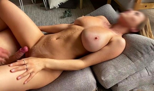A lady with big milkings cums during homemade porn on the couch