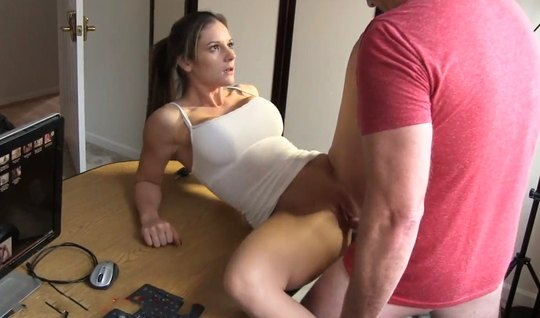 The girl lifted her topic and lowered her panties for homemade porn right on the table