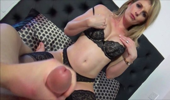 Mom in stockings enjoys homemade porn and fucks with a muscular libertine