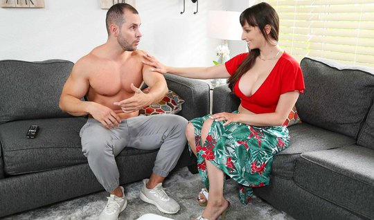Mom with big milkings made a blowjob to the pitching and spreads her legs for vaginal