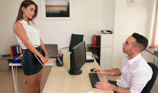 The secretary during sex in the office substitutes a juicy pussy for vaginal