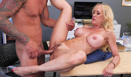 Blonde with big milkings substitutes her pussy for vaginal on the table