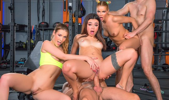 Three girls and two guys in the gym staged an anal orgy with double penetration