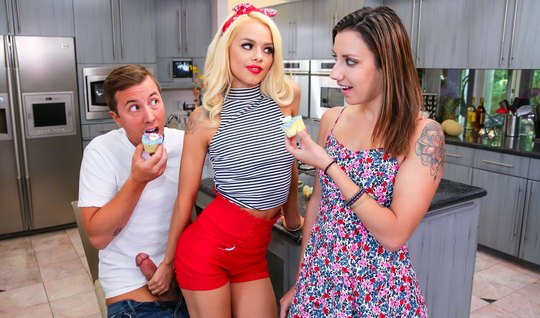 The blonde seduced her sisters husband for treason and fucked him right in the kitchen