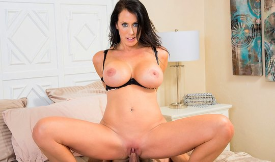 Mature mom with huge milkings groans from Cuny with curly hottie