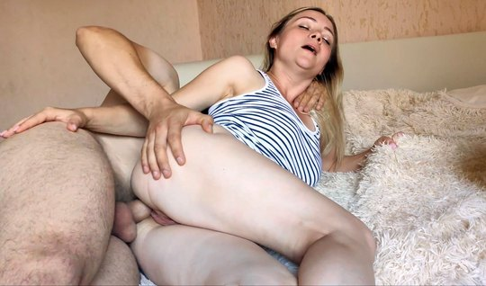 Nurse in a T-shirt will not mind homemade porn with blowjob and vaginal in the final