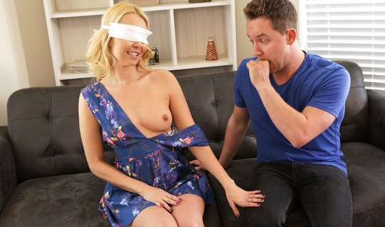 Guy blindfolded beautiful mom and play with her gorgeous body