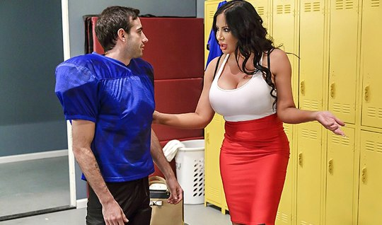 Fat nurse fucked sexy athlete right in the locker room on the bench