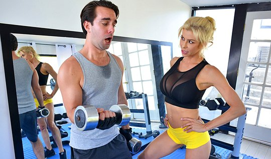 Mature Boobs blonde lit on sex coach, undressed right in the gym