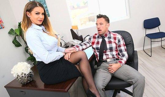 Secretary in stockings satisfies her boss in the office