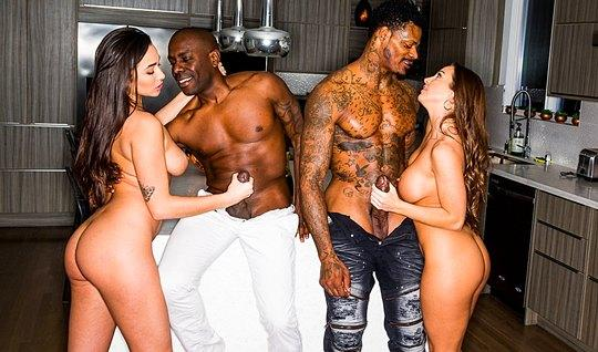 Two blacks love group sex and so fuck of two girlfriends
