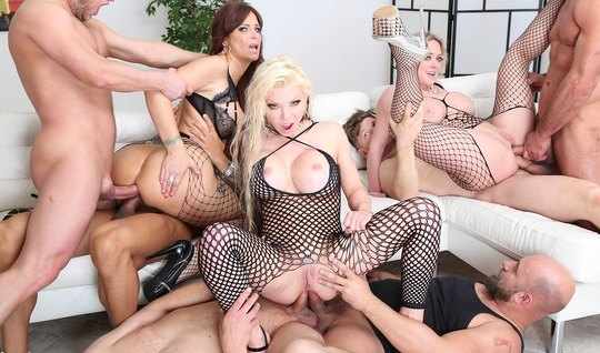 Depraved Chicks love the Orgy in the pose of cancer with double penetration