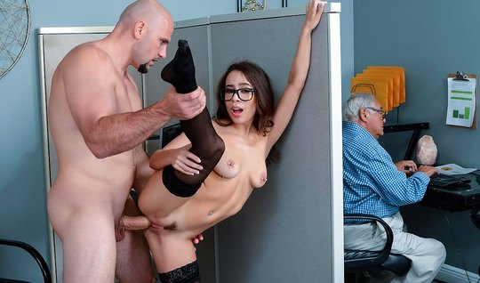 Secretary in stockings right in the office sex on the desktop