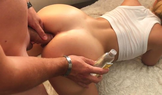 Wife with big ass for anal sex ready for homemade porn