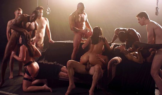 A bunch of Horny Swingers have an Orgy with double penetration