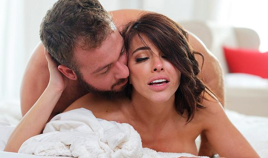 Sweet brunette pleased a man a tender Blowjob and classic sex