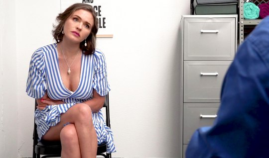Mommy in the office spread her legs and got Cooney and orgasm from sex with agent