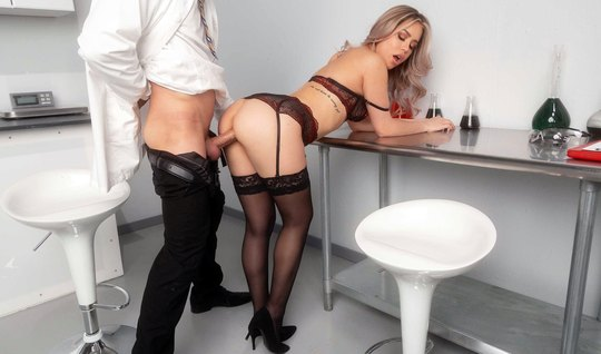 Office babe in stockings inserts a juicy gap for vaginal
