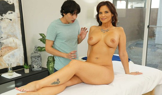 Young masseuse during his session sex mother excited and fuck her