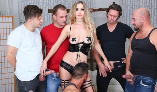 Blonde in stockings takes part in an Orgy with double penetration