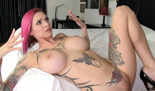 Tattooed nurse with big milkings had an orgasm from sex